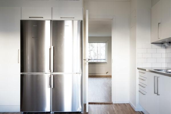 Bild på två kylar i en lägenhet